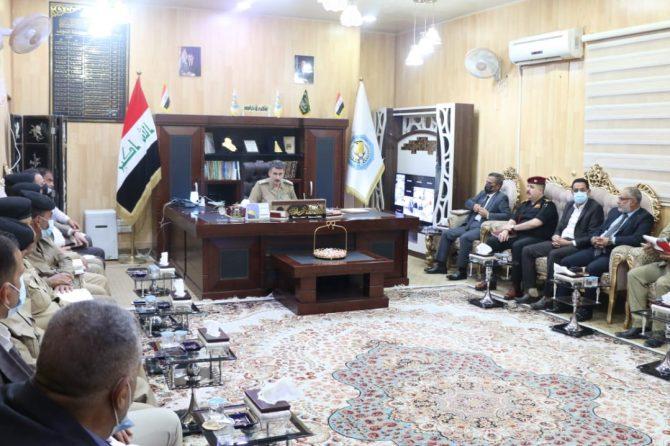 مدير مكتب النجف الانتخابي يشارك في الاجتماع الأمني